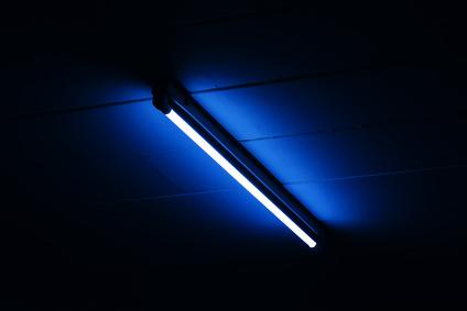 led leuchtstofflampe blaues licht dunkler als weiße röhren